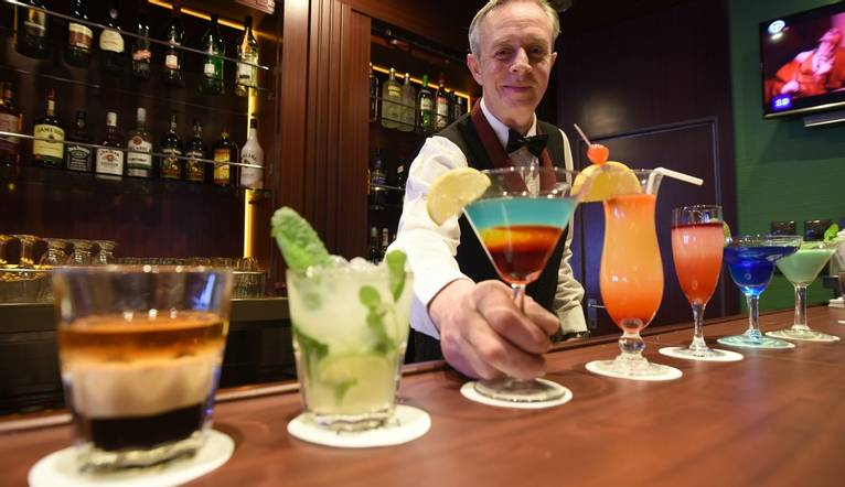 Cruise & Maritime Voyages Bar Shoot