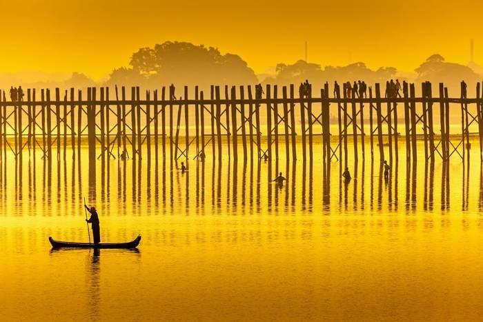 U Bein Bridge, Mandalay, Burma shutterstock_153784016.jpg