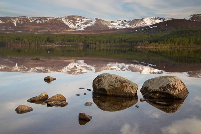 Loch Morlich and Cairngorm (© Robert Harvey)