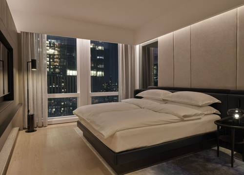 equinox-hotels-DeluxeSuiteCity-Bedroom.jpg