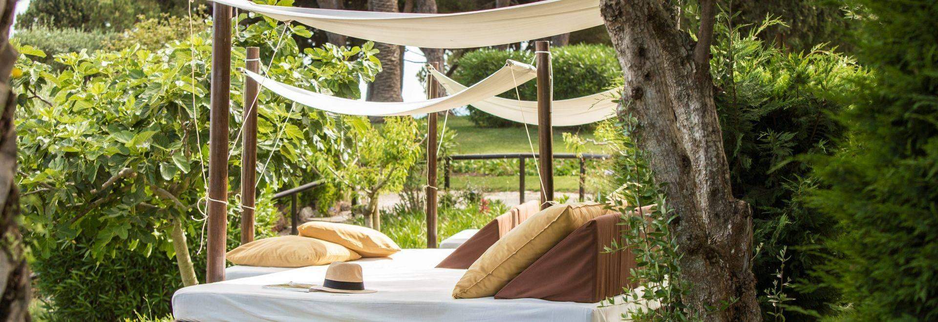 Vilalara-Thalassa-Resort-garden-bench.jpg
