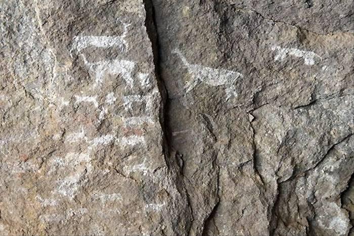 Rock paintings at Sambay (David Allison)
