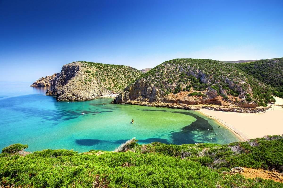 Sardinia shutterstock_697392580.jpg