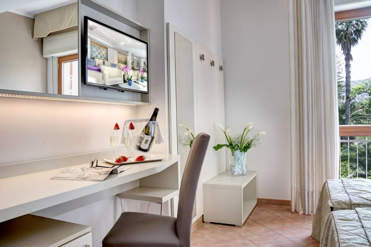 Italy - Sorrento - Hotel Caravel - standard  220_.jpg