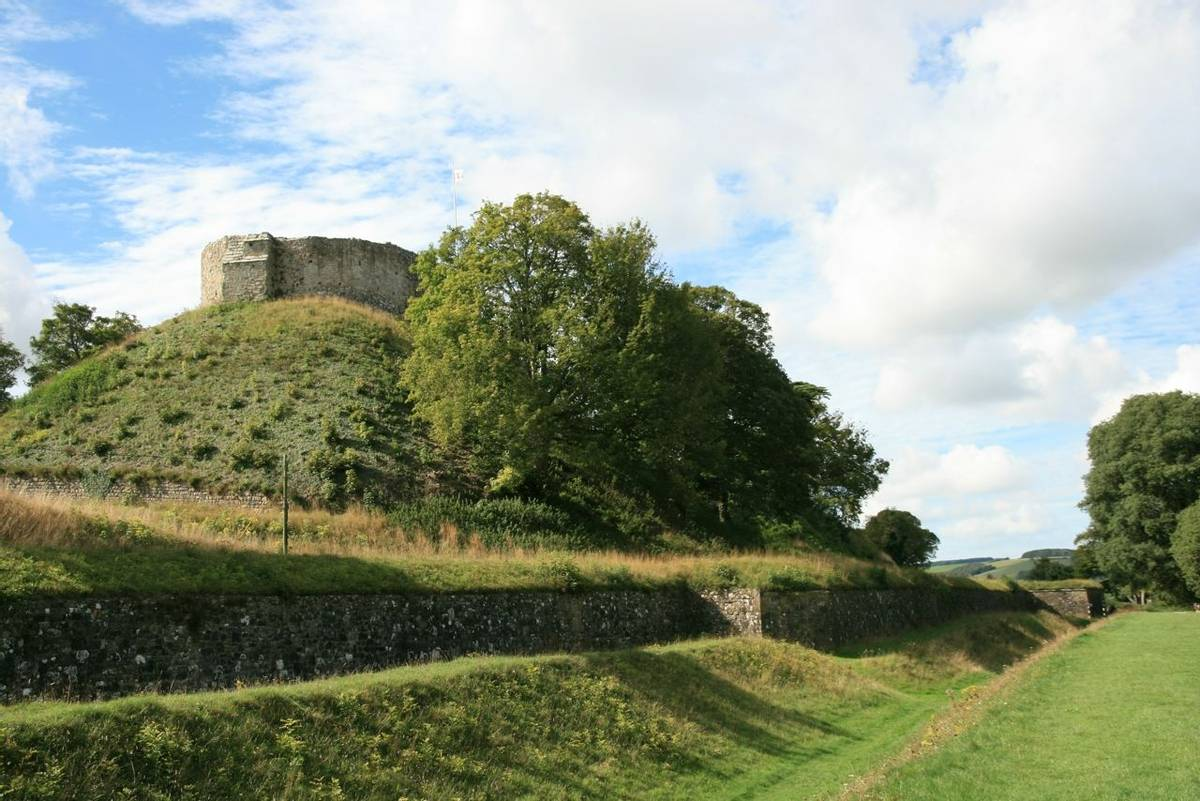 Carisbrooke_Castle_Isle_Wight.JPG
