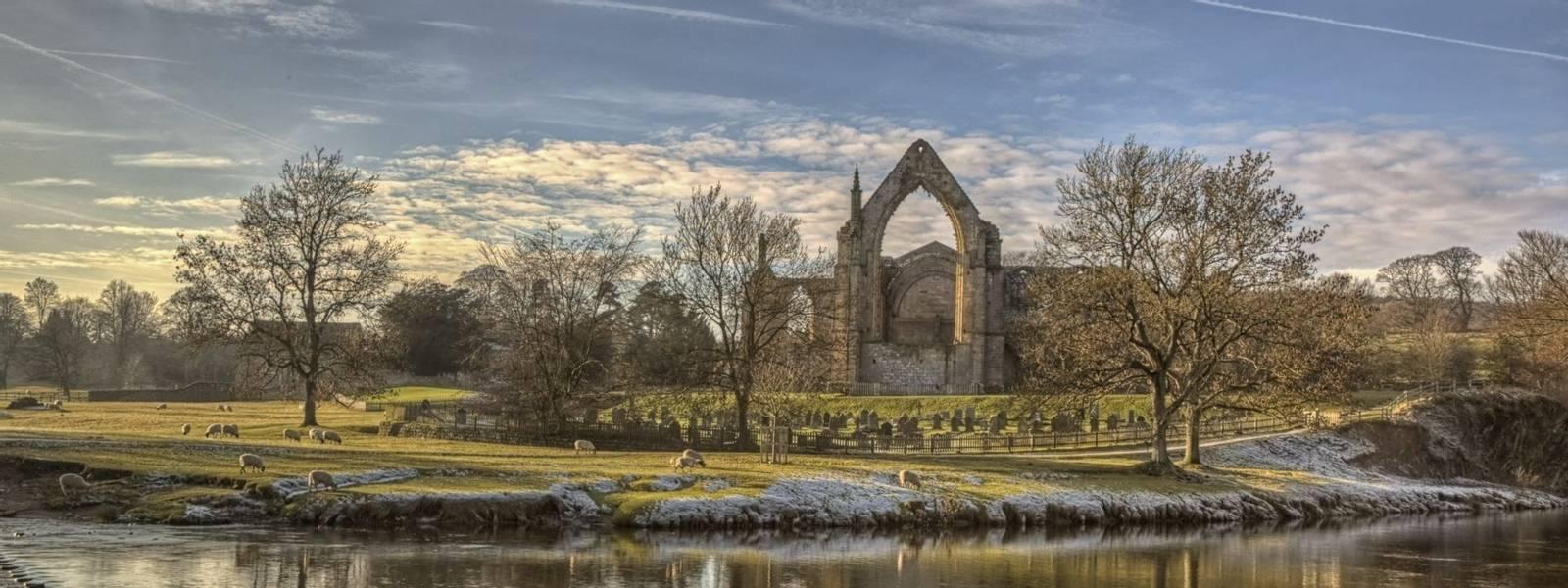 Bolton_Abbey_Yorkshire_Dales_AdobeStock_131233755.jpeg