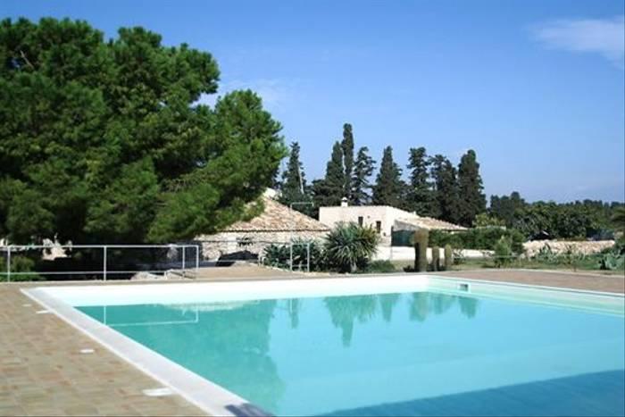 Pozzo di Mazza pool, Sicily (Dave Nevitt)