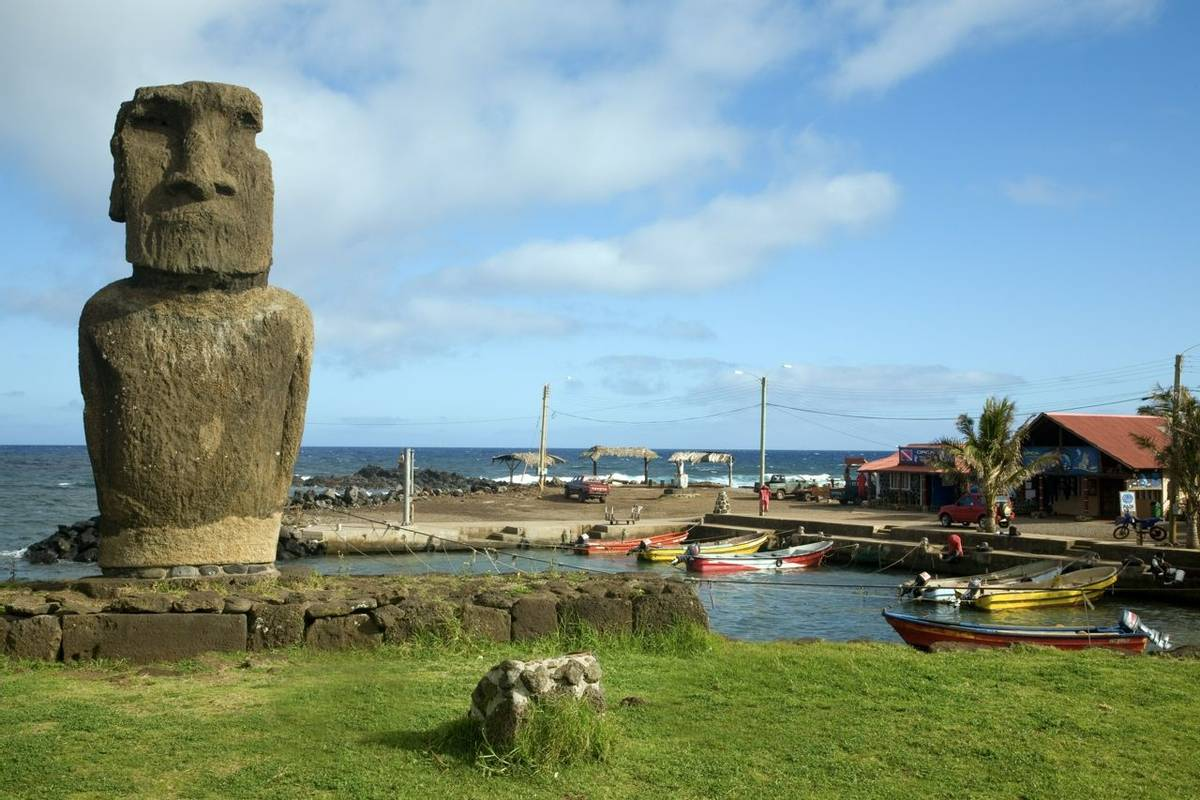 Chile and Easter Island - Hanga Roa - AdobeStock_16901788.jpeg
