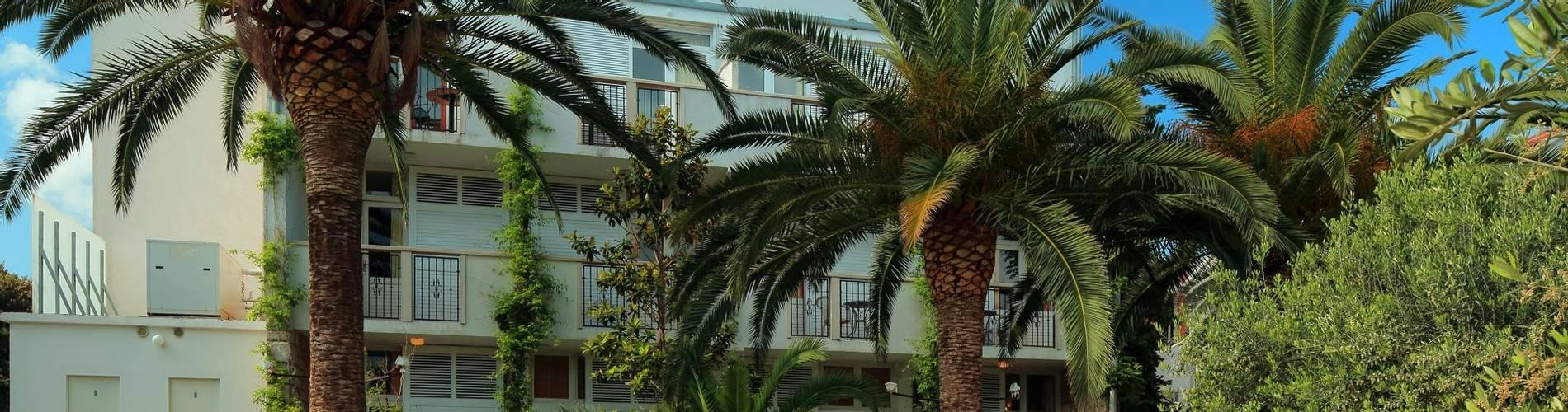 Hotel Villa ADRIATICA 2014 ZFacade 4X6 Garden2 21MB.jpg