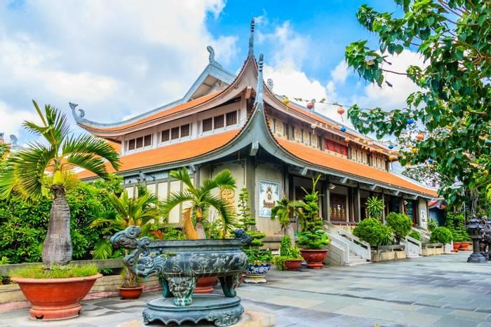 Vinh Nghiem Pagoda, Ho Chi Minh City, Vietnam shutterstock_742290934.jpg