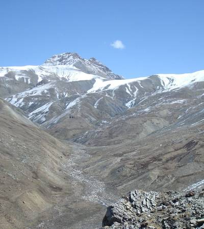 Valley up to Snowfields Camp (4,650m)