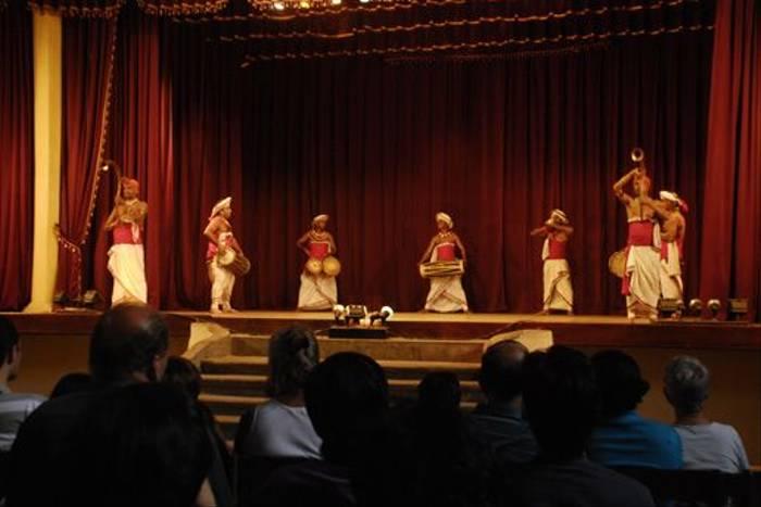 Traditional dancing, Kandy (Thomas Mills)