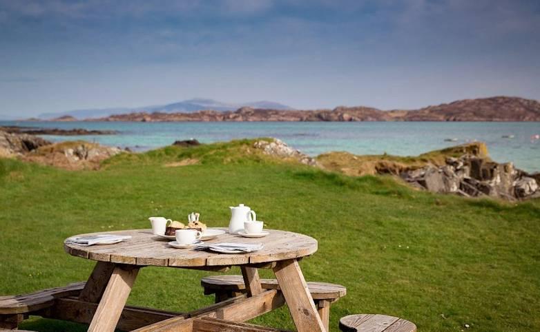 Exterior dining Argyll Hotel Iona from hotel's website.jpg