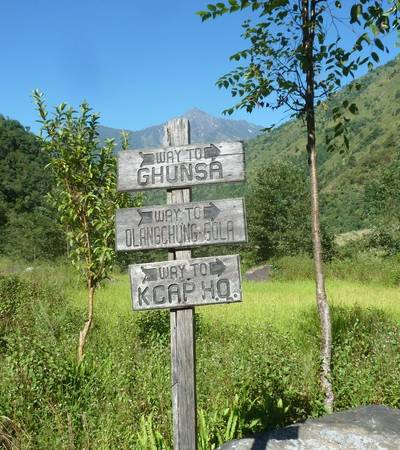 Signpost to Ghunsa