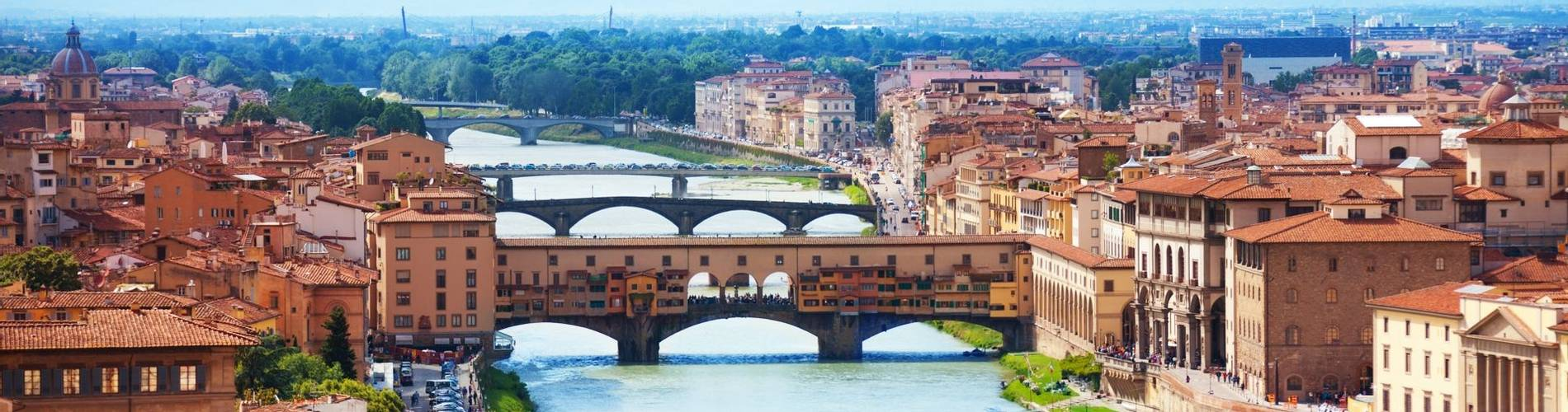 Arno river and Ponte Vecchio in Florence.jpg