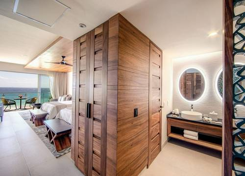 Palmaïa-House-of-AïA-Queen-Ocean-Bathroom_R.jpg