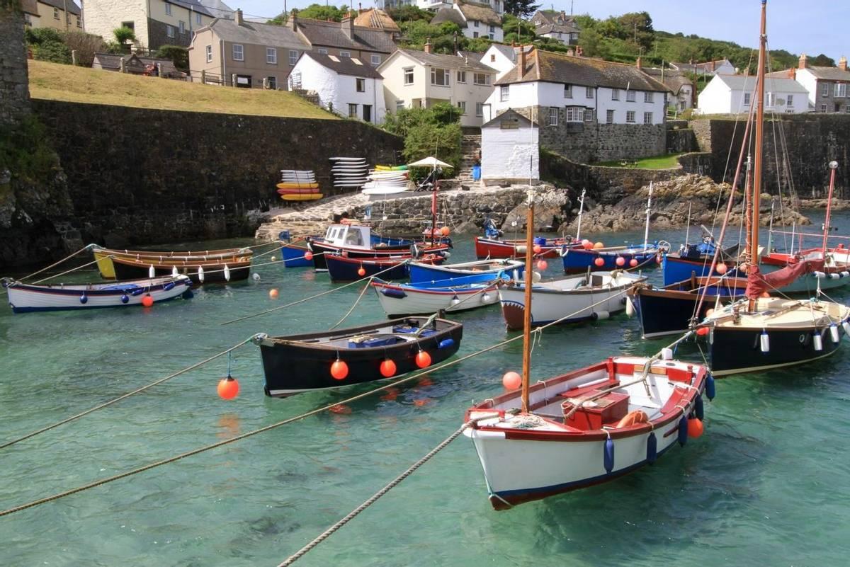 Cornwall_Coverack_AdobeStock_50718902.jpeg