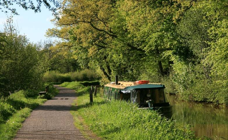 Brecon Canal towpath.JPG