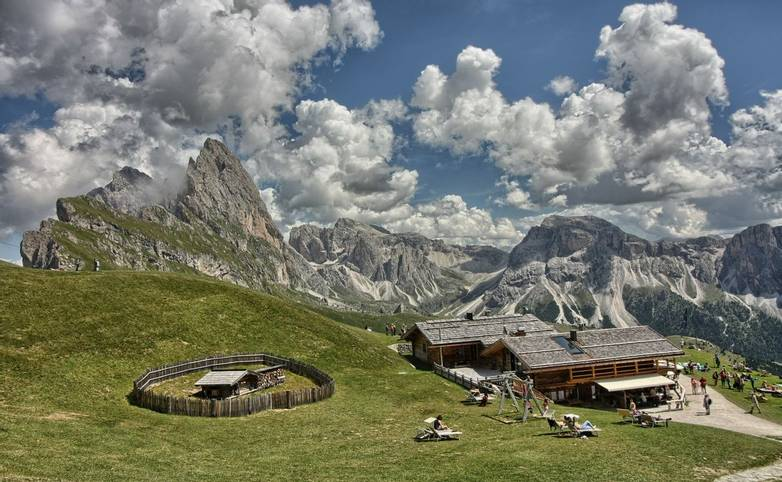 Italy - Selva - AdobeStock_171276135.jpeg