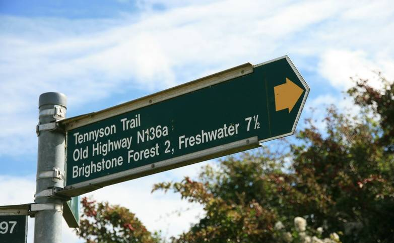 Tennyson_Trail_Signpost_Wight.JPG