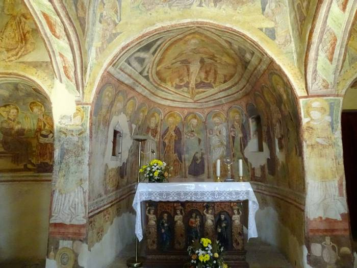 Medieval murals inside the church at Hastrovlje (Alison McCormick).JPG