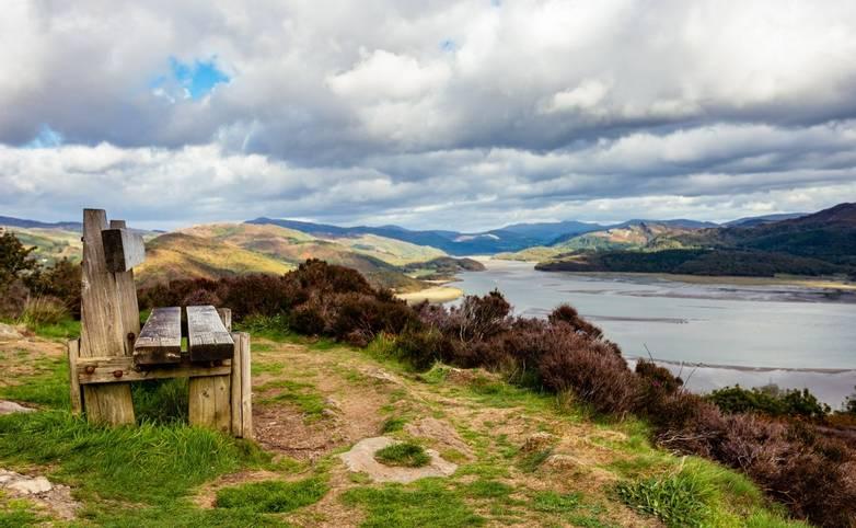 Snowdonia-GentleWalking-AdobeStock_227442023.jpeg
