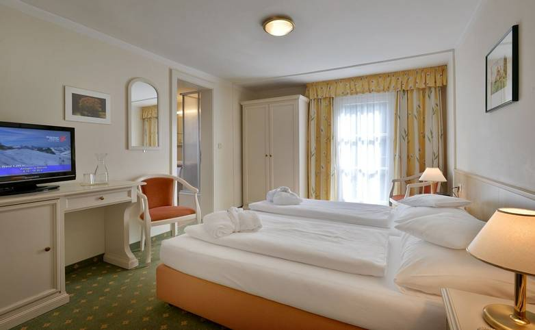 Hotel-Waldheim-Mayrhofen-Fischerstrasse-509-Familie-Pfister-Zimmer-207.jpg