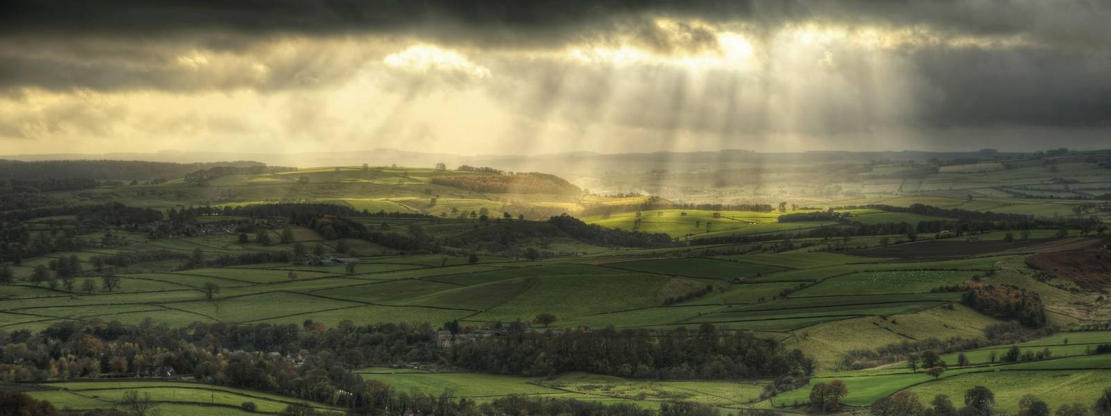 Beautiful sunbeams over Big Moor in the Peak District landscape in Autumn