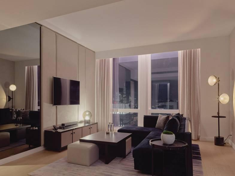 equinox-hotels-DeluxeSuite-Livingroom.jpg