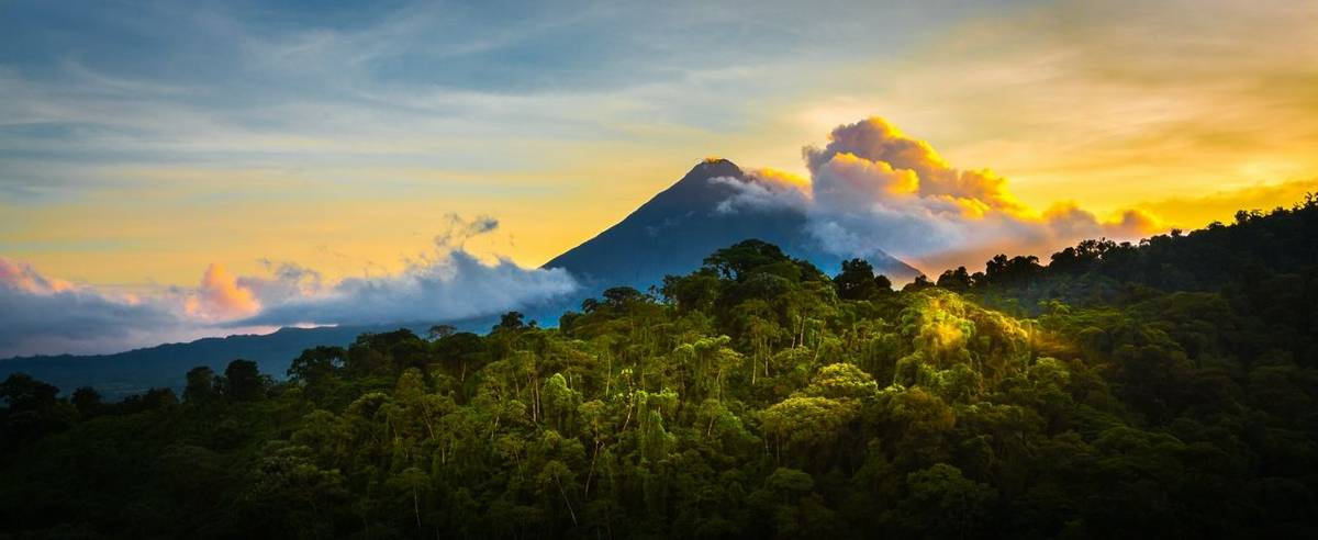 Costa_Rica_Arenal_Volcano_AdobeStock_92030325.jpeg