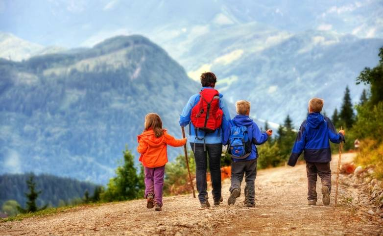 Family-Neustift-AdobeStock_24830144.jpeg
