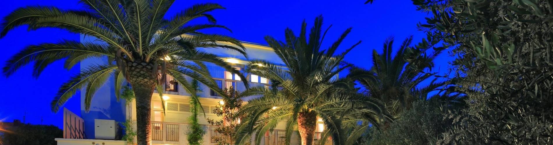 Hotel Villa ADRIATICA 2014 ZFacade 6X4 Garden Night1 17MB.jpg