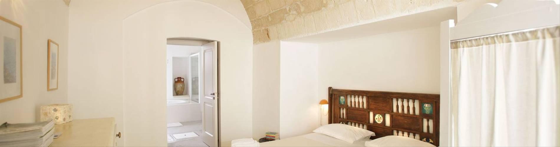 Palazzo Guglielmo, Puglia, Italy, Bukowski.jpg