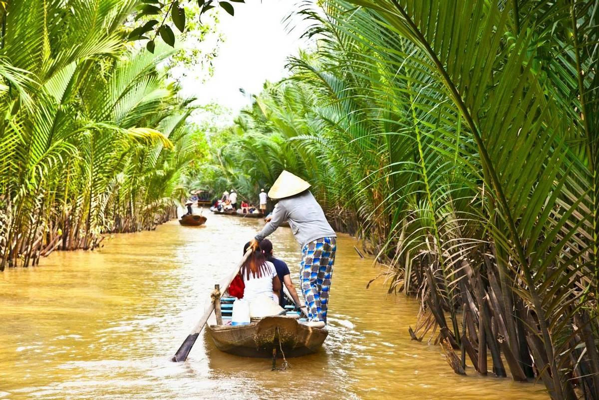 BEN TRE, VIETNAM-NOV 18, 2013: A famous tourist destination is  Ben Tre village on Nov 18, 2013. in Mekong delta , Vietnam. …