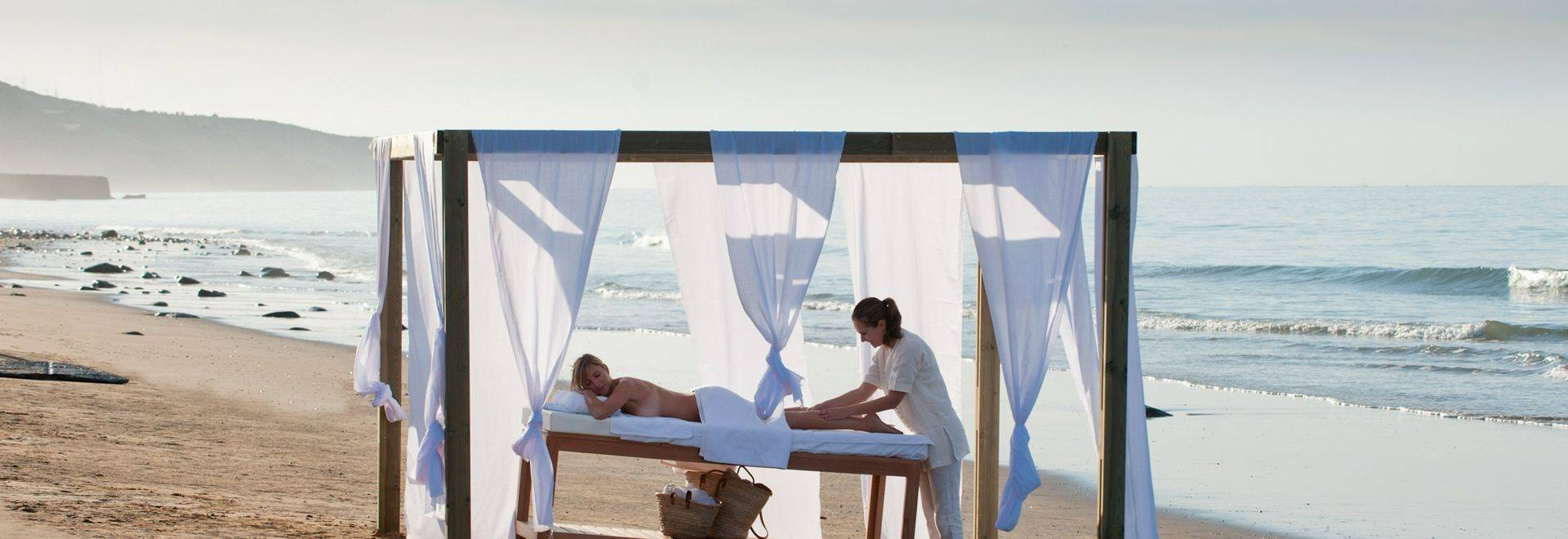Paradis-Plage-massage-outdoor.jpg