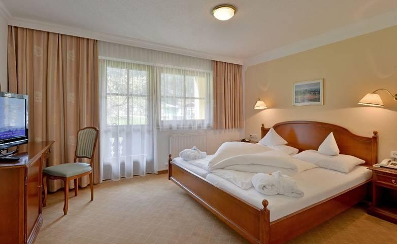 Hotel-Waldheim-Mayrhofen-Fischerstrasse-509-Familie-Pfister-Zimmer-202 (1280x794).jpg