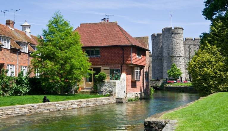 View looking along the beautiful River Stour in Canterbury towards Westgate Tower on a clear warm June summer day.Westgate i…