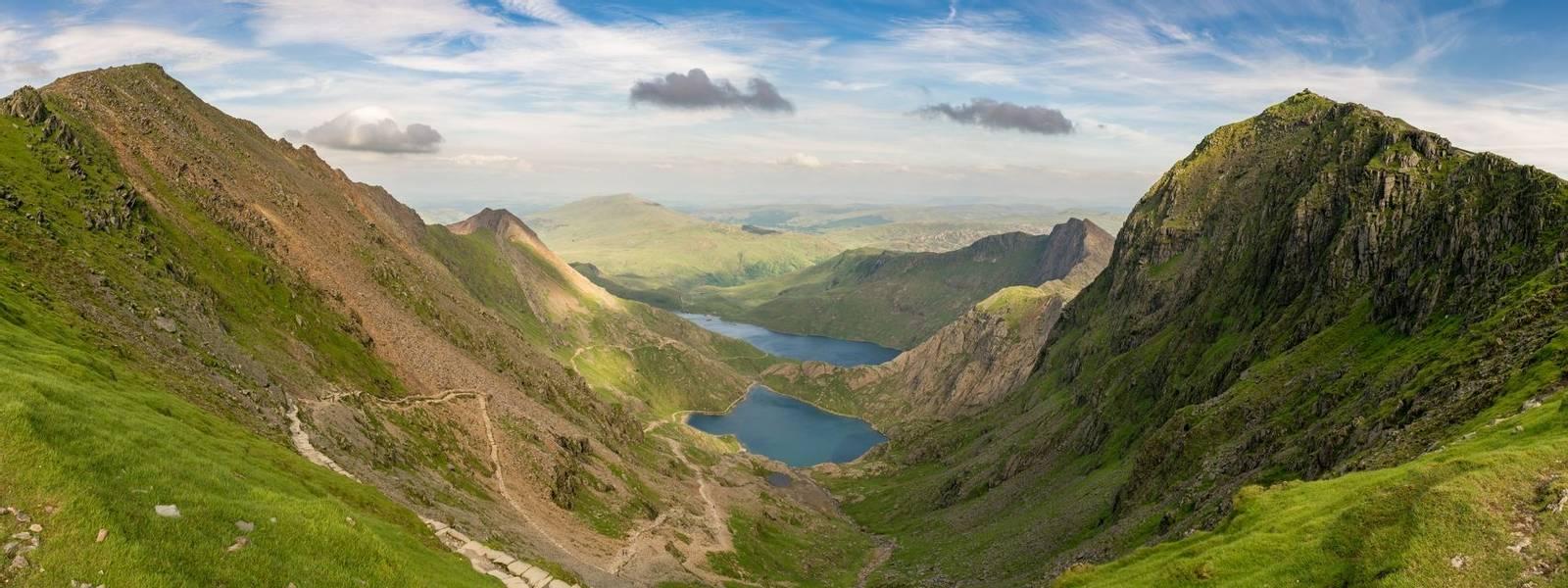 UK 3 Peaks - Guided Trail - Llanberis Path Snowdonia - AdobeStock_185866155
