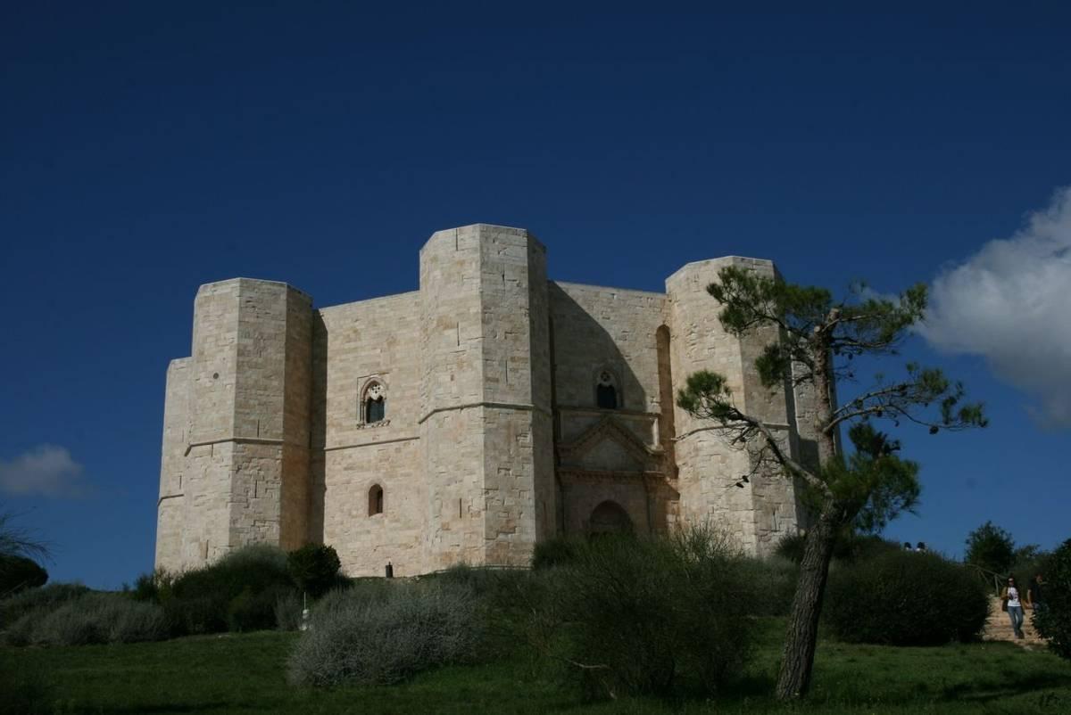 Puglia - Castel del Monte.JPG