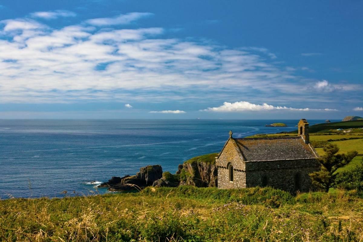 Pembrokeshire Coast Path - Guided Trail - AdobeStock_175789533.jpeg