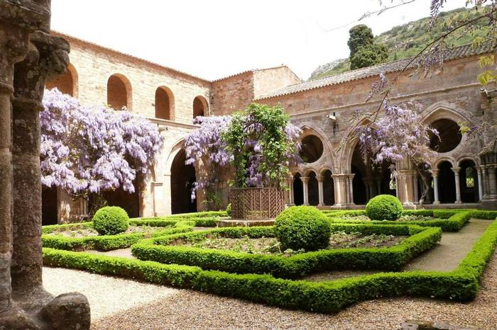 Fontfroide Abbey - the cloisters