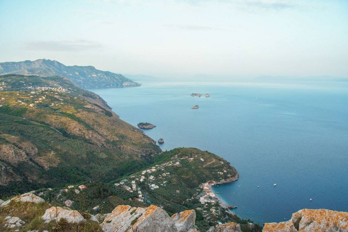 Italy-AmalfiCoastPath-Trail-SorrentoPeninsula-AdobeStock_154899892.jpeg