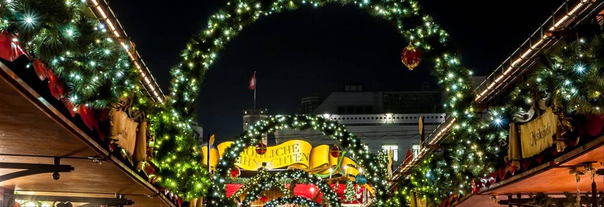 shutterstock_128757101 Hamburg Christmas Market.jpg