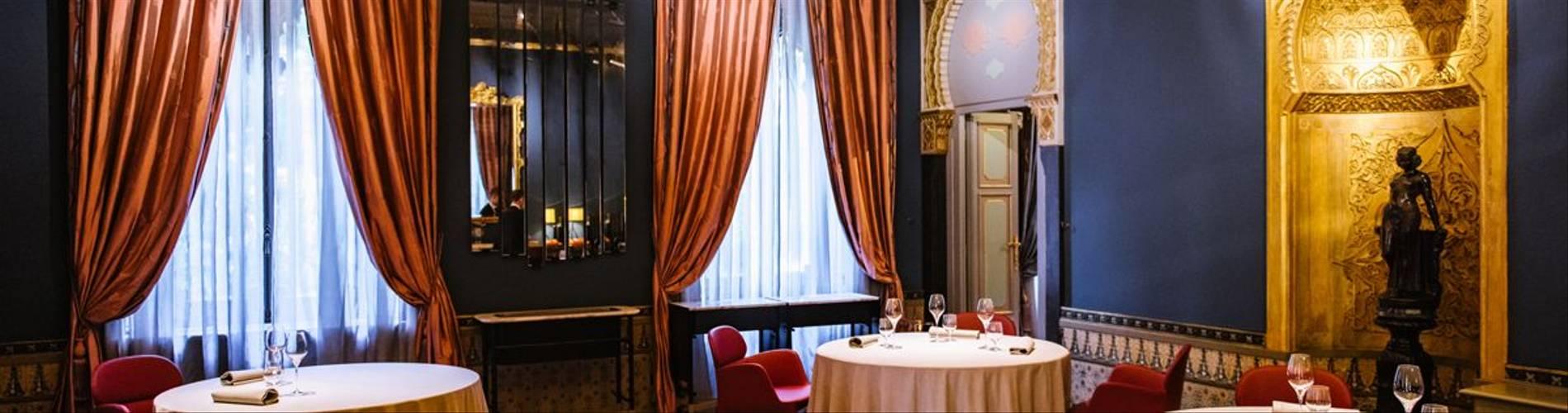 Restaurant dining room (1).jpg