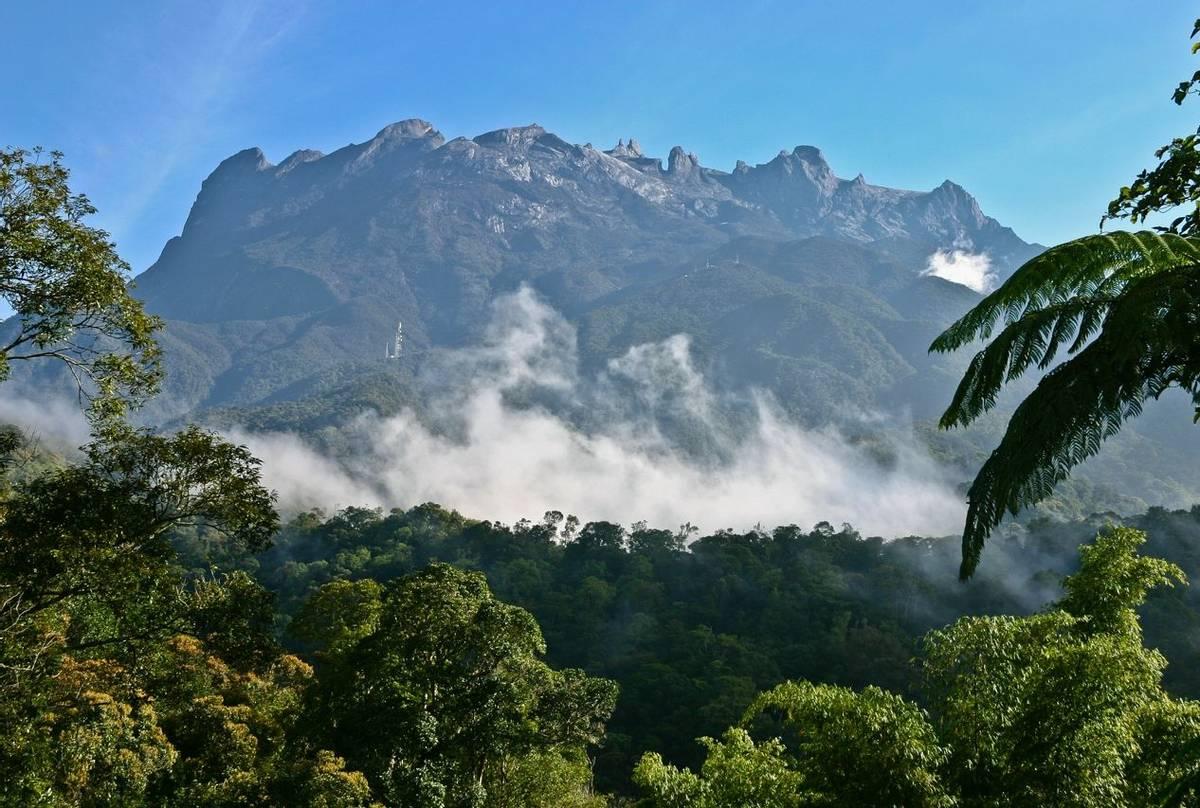 Mount Kinbalu Shutterstock 89506177