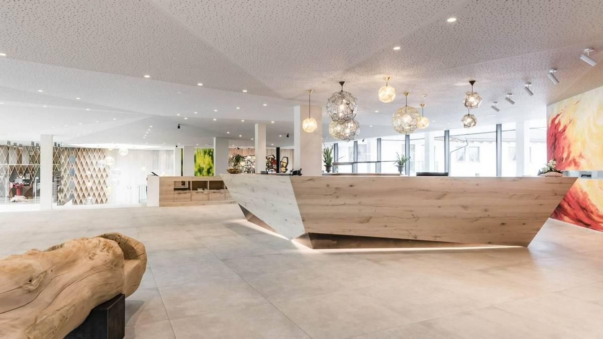 Hotel Schwefelbad - South Tyrol - Rezeption (3).jpg