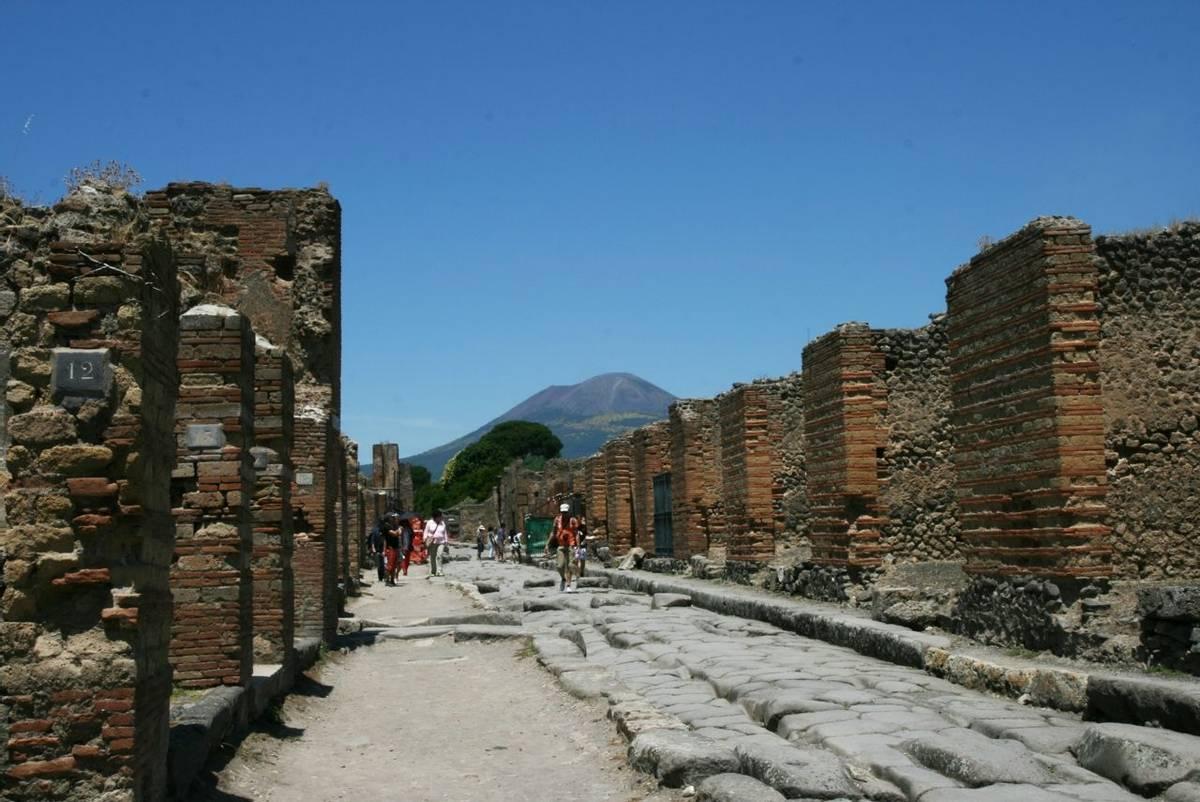 Italy - Pompeii - Vesuvius.jpg