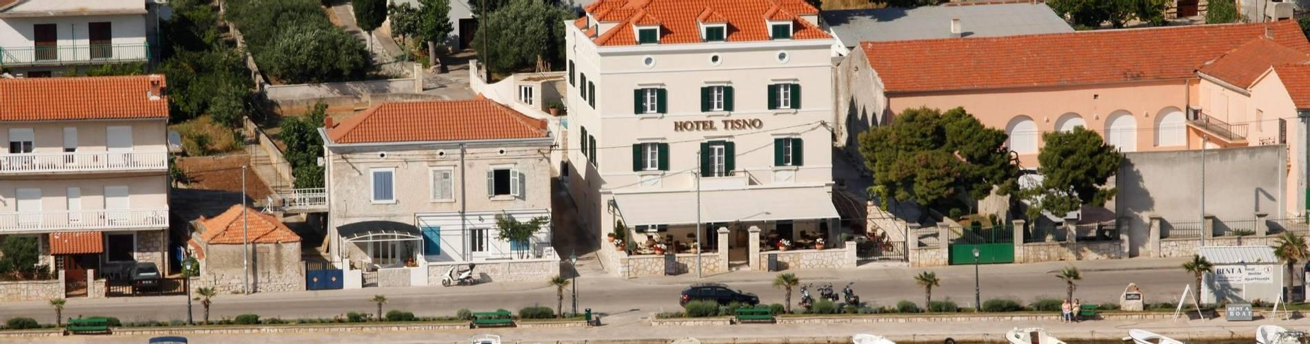 Aerial-shot-Tisno-Hotel.jpg
