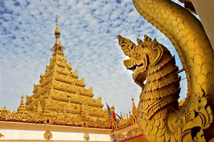 Mahamuni Pagoda, Mandalay, Burma shutterstock_204022000.jpg