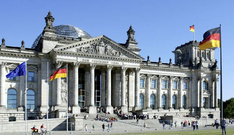 Reichstag building, seat of the German Parliament.jpg